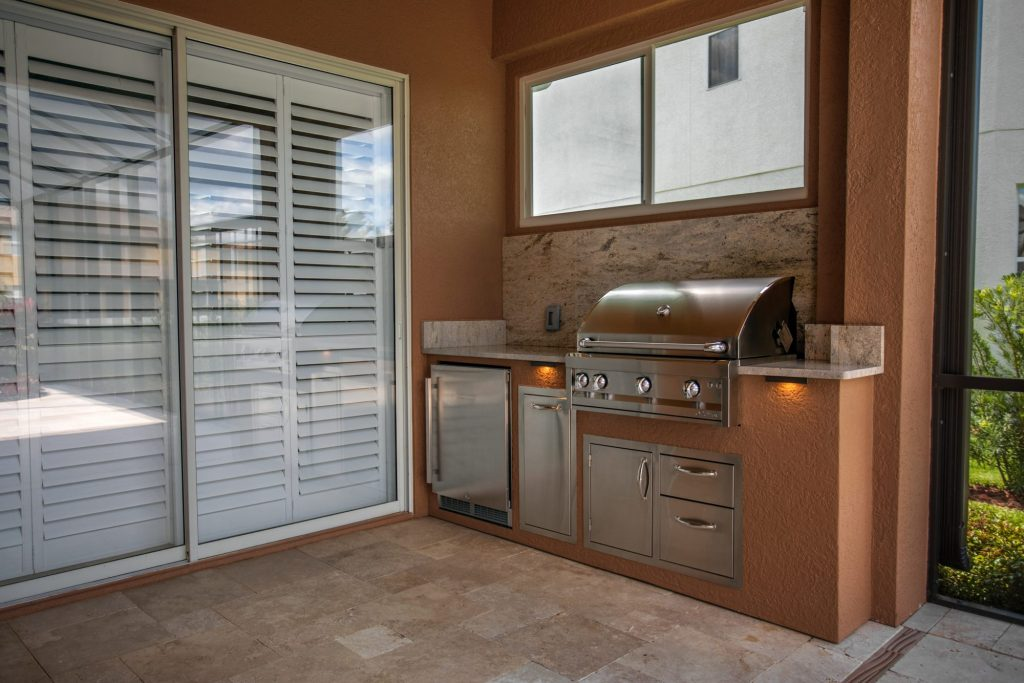 Custom Outdoor Kitchen And Privacy Wall   Tampa, Florida