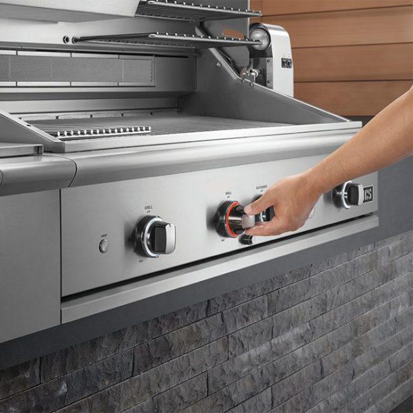 DCS Series 9 Gas Grill Burner Lit
