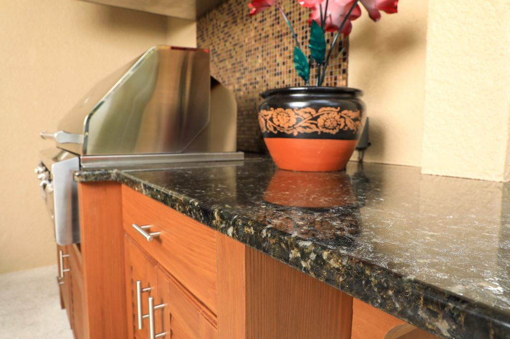 outdoor kitchen granite counter
