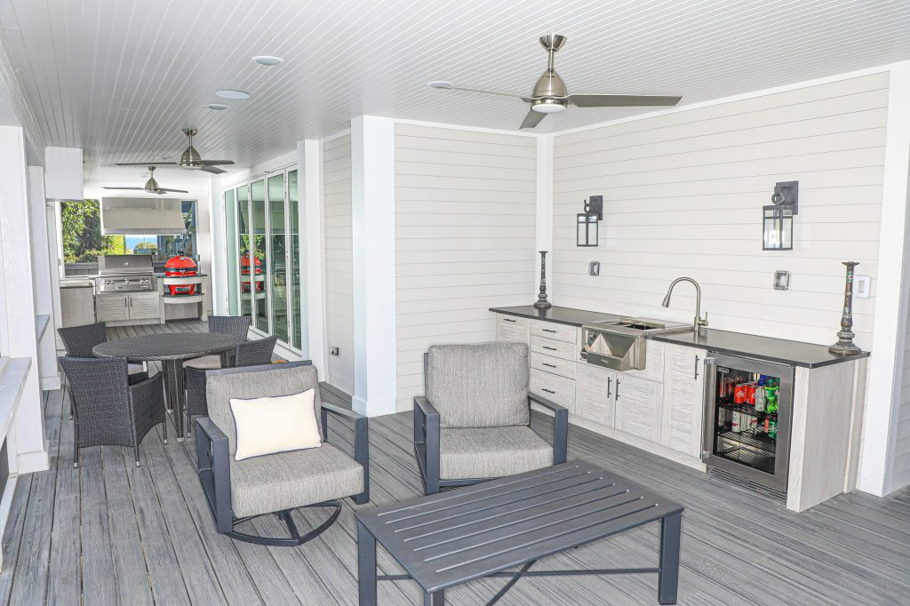 L-Shaped Outdoor Kitchen And Wet Bar