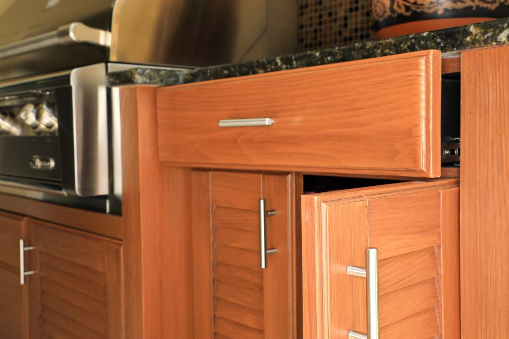outdoor kitchen cabinets doors and drawers
